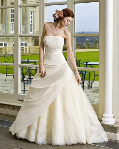 Изискана сватбена рокля 2016