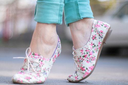 Цветни обувки пролет 2016
