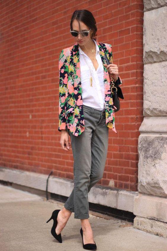 Широка флорална риза в комбинация с високи токчета за пролет 2016