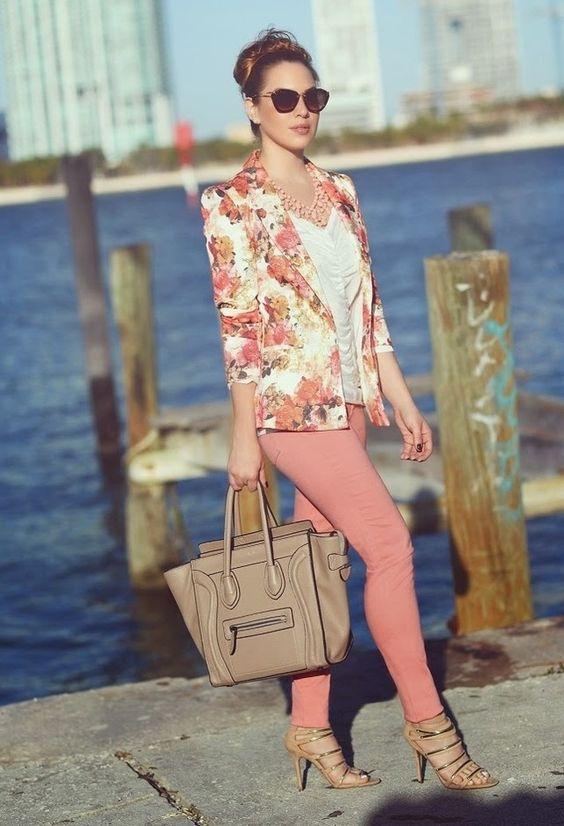 Флорално сако с нежни рози комбинирано с розов панталон пролет 2016
