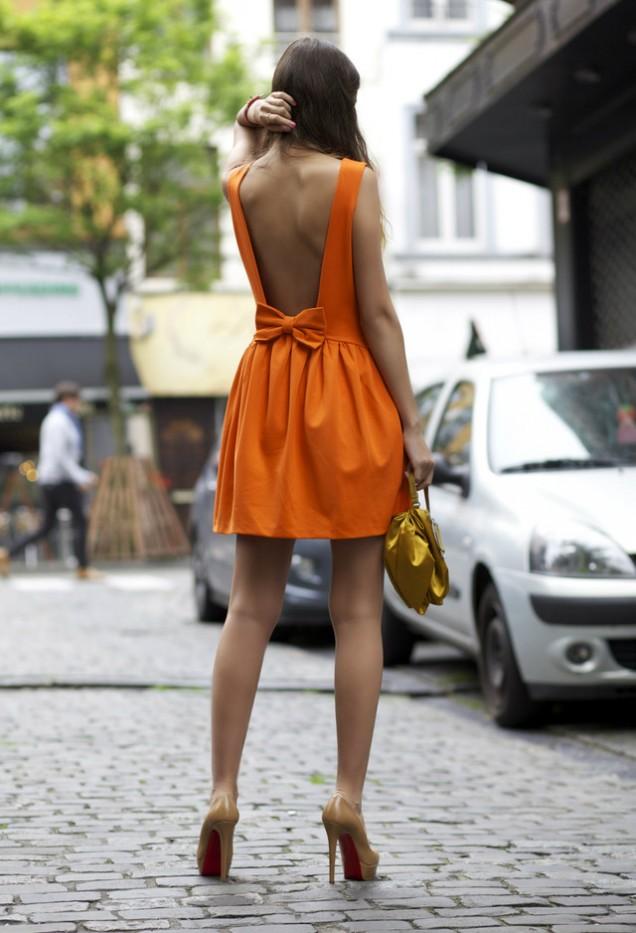 Секси оранжева рокля с гол гръб за пролет 2016