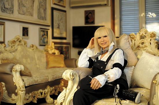 Лили Иванова вкъщи