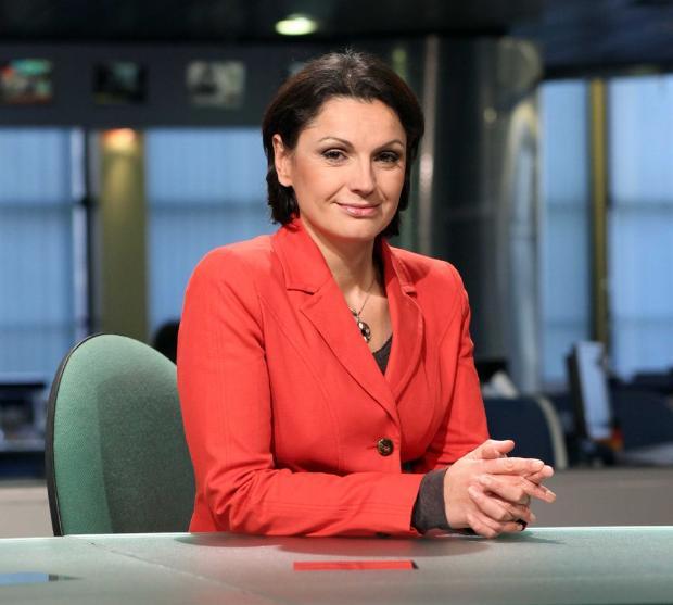 Ани Салич с червено сако