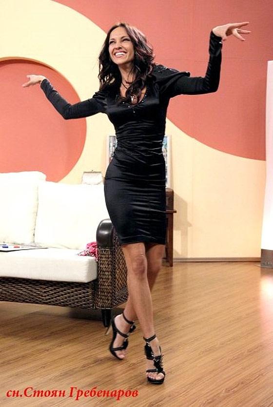 Алекс Раева танцува
