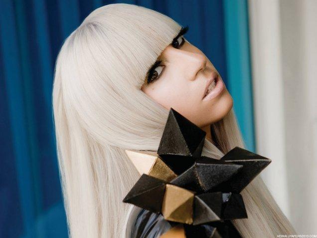 Лейди Гага с украшение