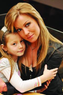 Божана Филипова с дъщеря си