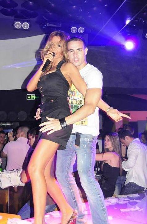 Галена танцува с почитател