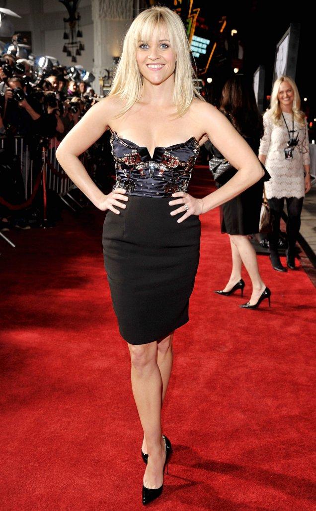Рийз в елегантна черна рокля