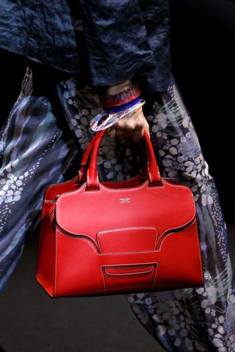 Стилна червена чанта пролет 2017