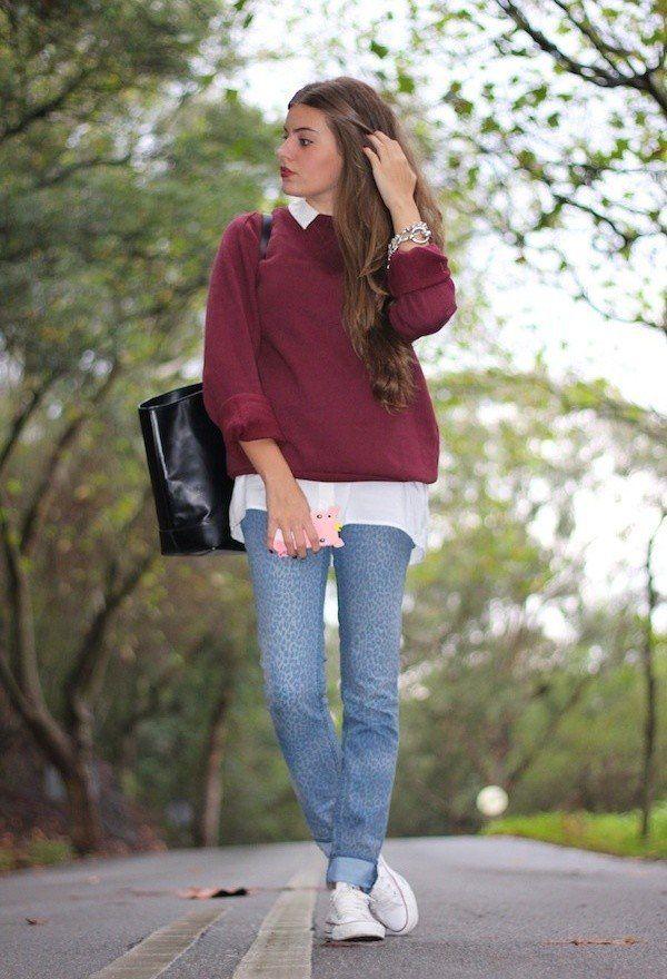 Голям пуловер в комбинация с риза и дънки зима 2017
