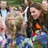 Кейт Мидълтън говори с деца