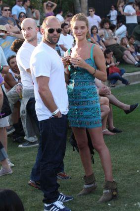 Джейсън Стейтъм с приятелката си