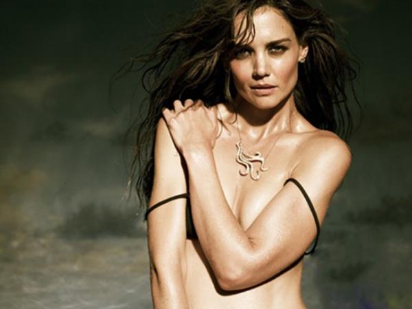 Кейти Холмс с голи гърди