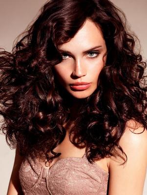 актуални прически 2013 за дълга чуплива коса