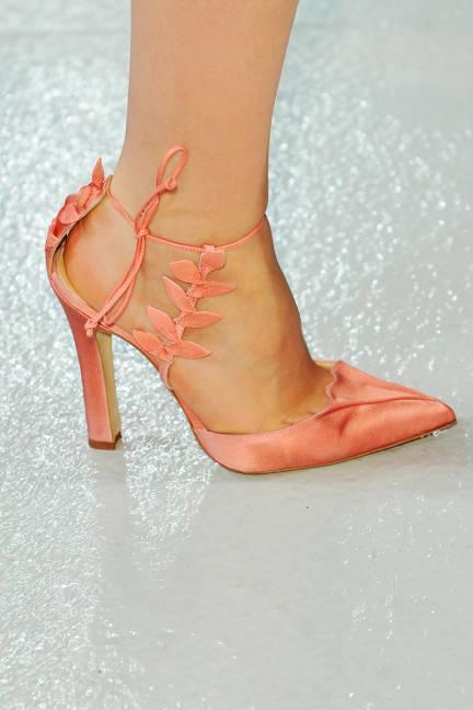 Стилни оранжеви обувки на ток