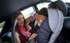 Теди Велинова с бебето си в колата