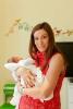 Теди Велинова с бебето си вкъщи