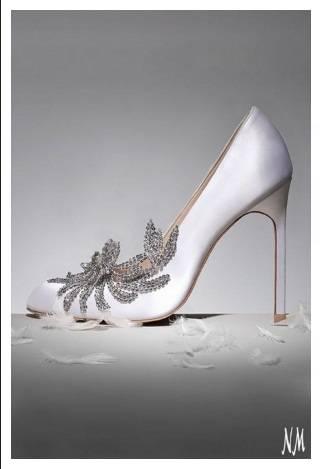 Затворени булченски обувки с красива декорация 2017