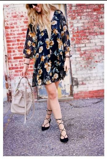 Пантофки с връзки комбинирани с цветна рокля пролет 2017