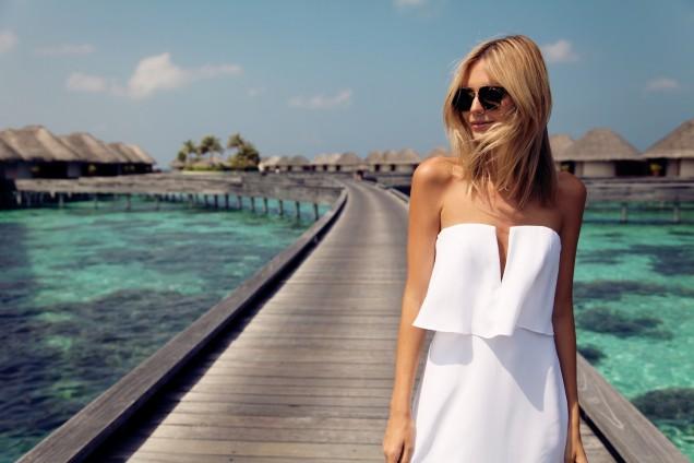 Елегантна бяла рокля с голи рамене лято 2017