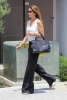 Черни широки панталони в комбинация с бял топ за лято 2017