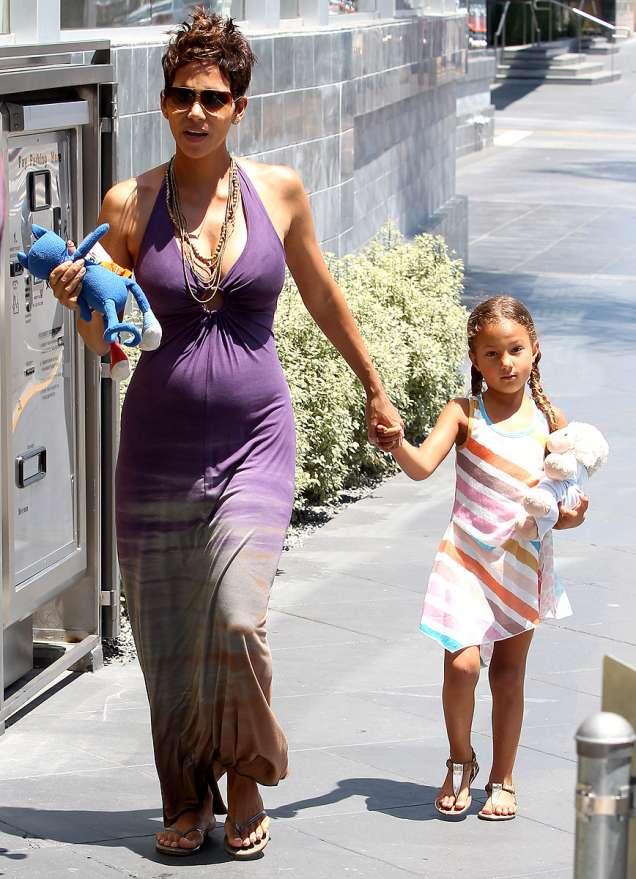 Холи Бери бременна и Нала