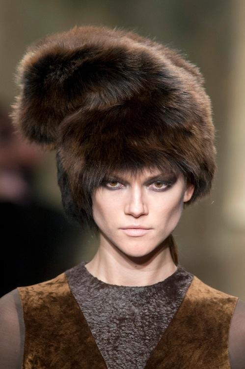 Donna Karen луксозна кожена шапка