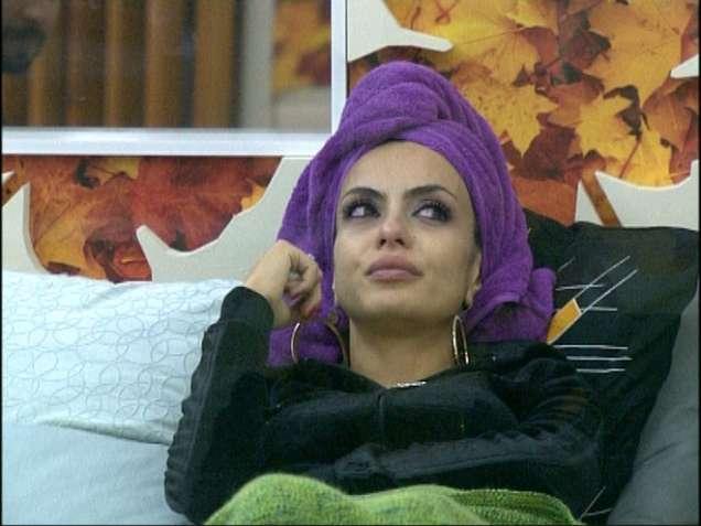 Лияна Вип Брадър с кърпа на главата