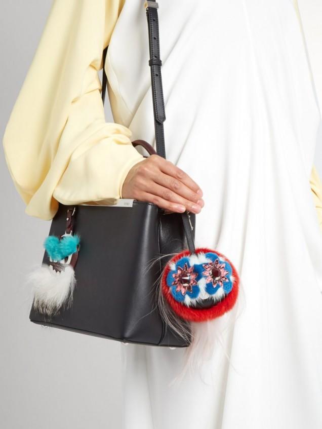 голяма пухена топка за чанта