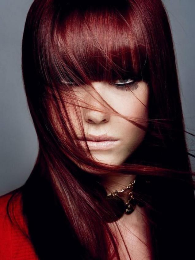 червена коса с бретон