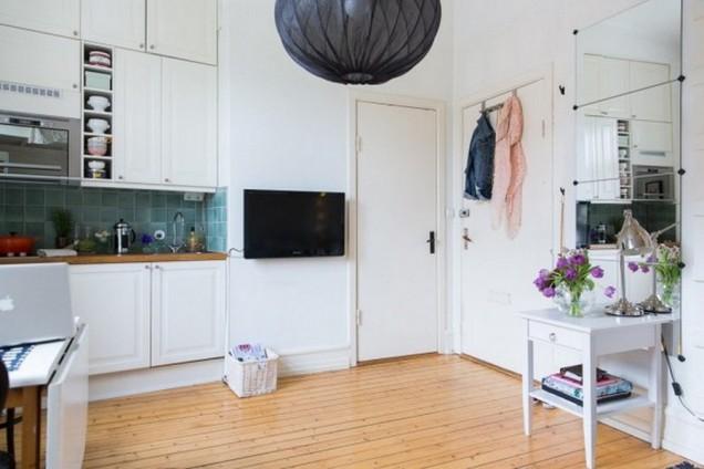 Малък и удобен апартамент в бяло