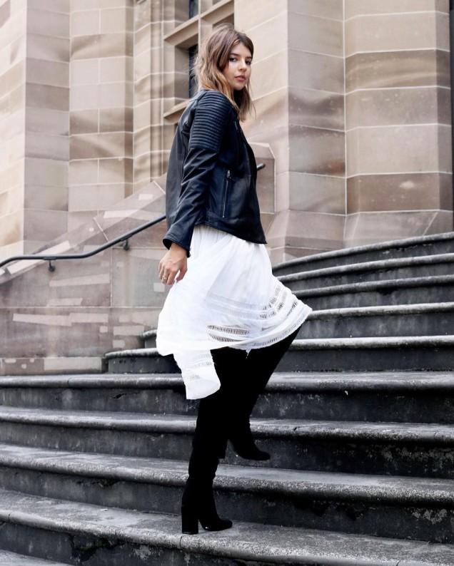 Виоки ботуши комбинирани с лека ефирна рокля есен 2017