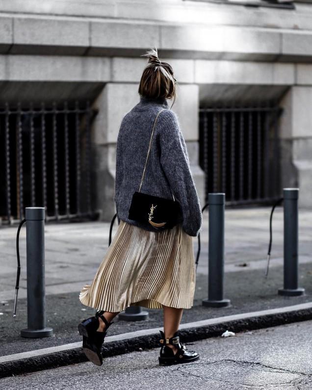 Прекрасна модна комбинация с пуловер и плисирана пола зима 2017