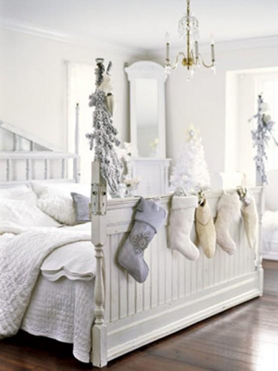 Коледна украса в спалнята