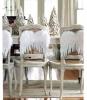Столове с коледна украса