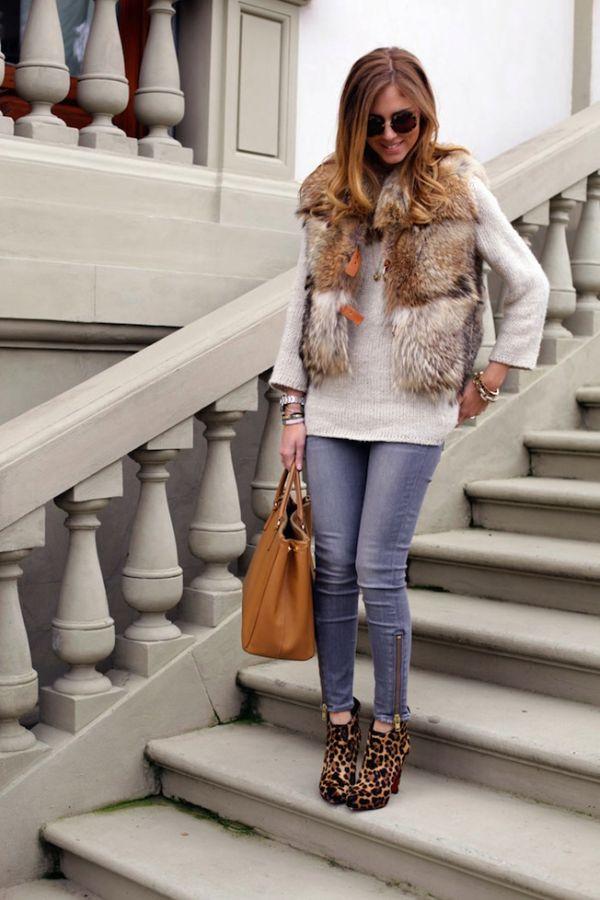 Стилна комбинация с кожена жилетка и дънки зима 2018