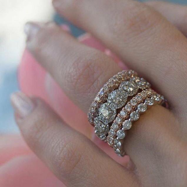 Елегантен пръстен с камъни 2018