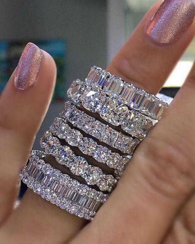 Красив пръстен с много камъни 2018