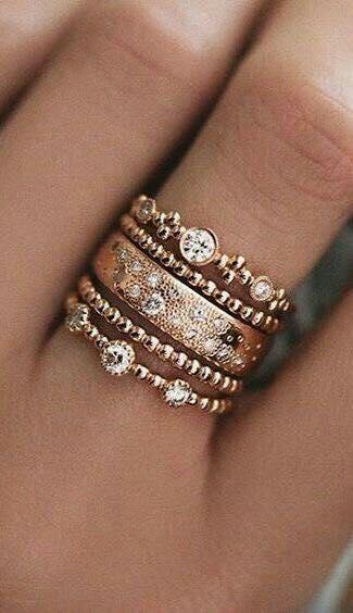 Красив и модерен пръстен от злато с камъчета 2018