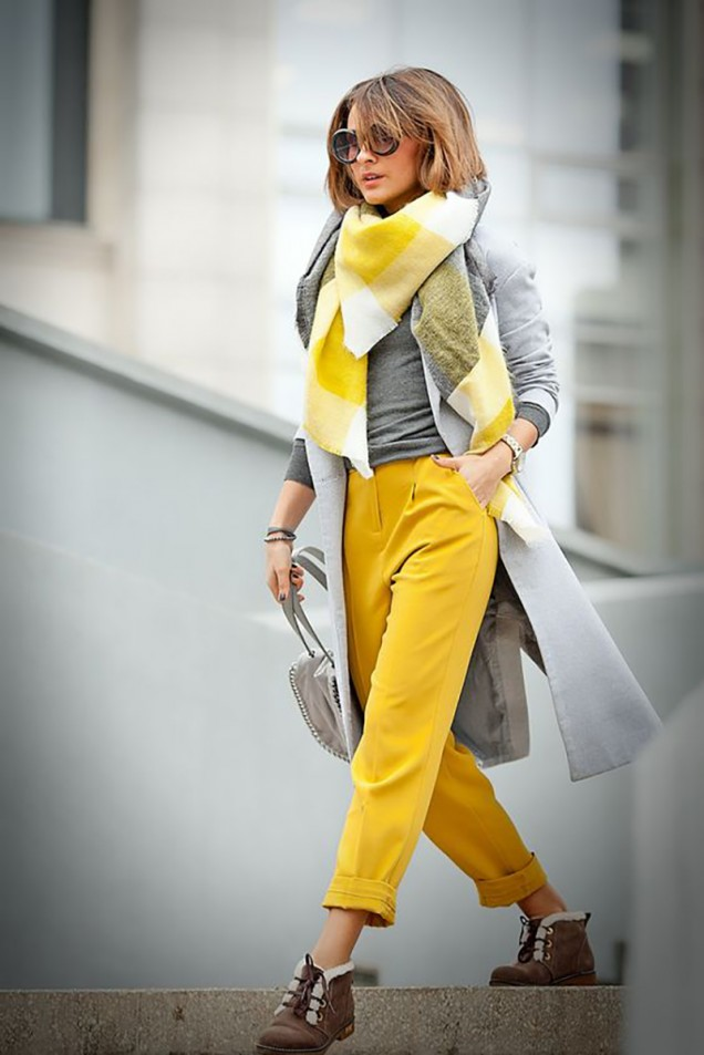жълт панталон с жилетка