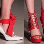 червени с връзки обувки