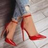 червени обувки с каишка